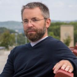 Biochemist seeks new way to fight cancer
